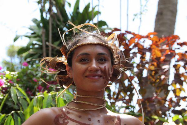 Carla vor dem Festumzug des Tapatifestes 2010 in Hanga Roa