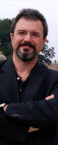 Carlos Flores Juberías