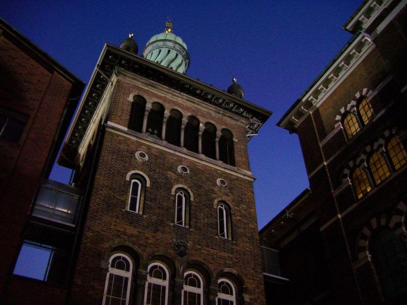 Carlsberg Brauerei bei Nacht