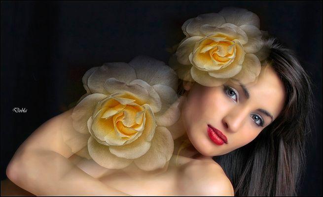 Carol 06 con flores de Canan Oner