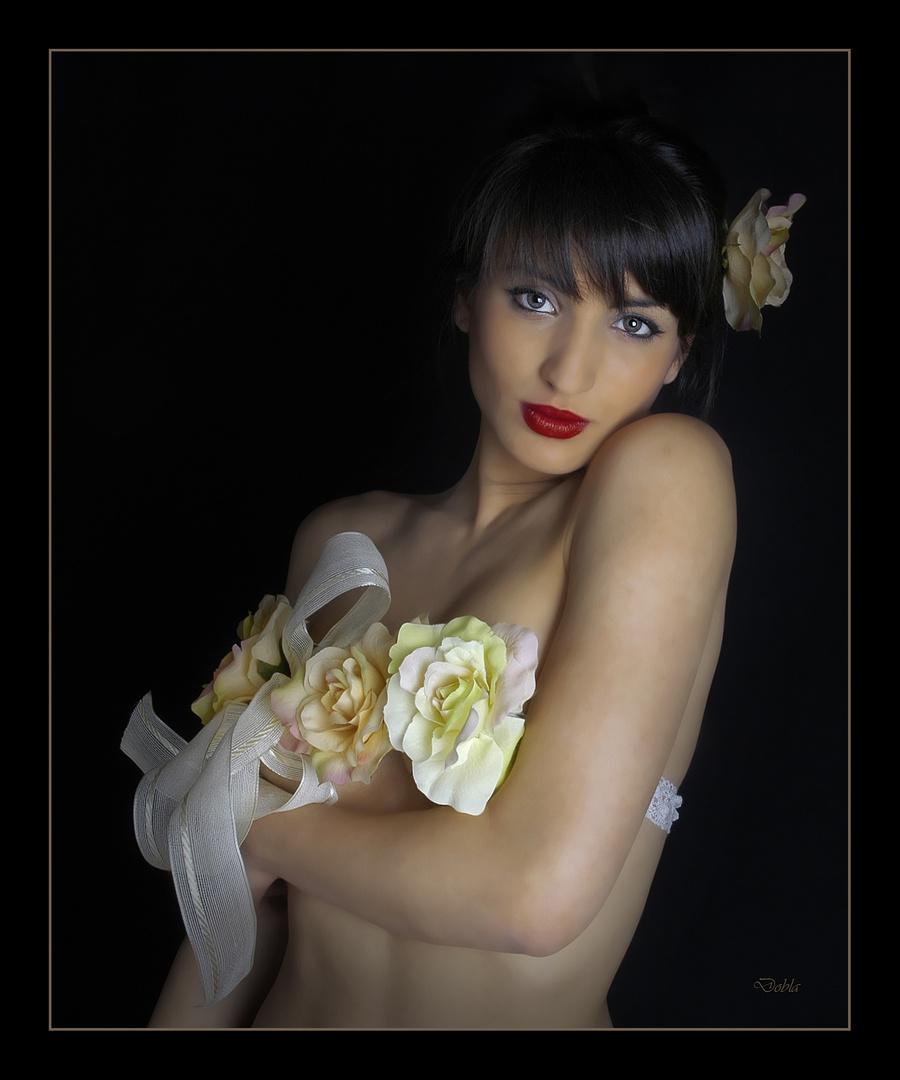 Carolina con flores 04
