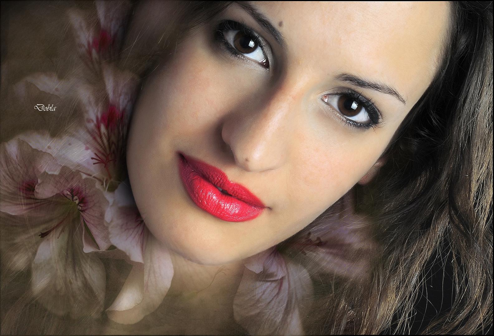 Carolina Garcia 01 con flores de Canan Oner