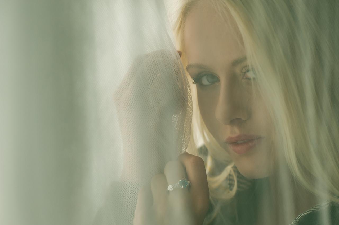 Caroline in #2032 02