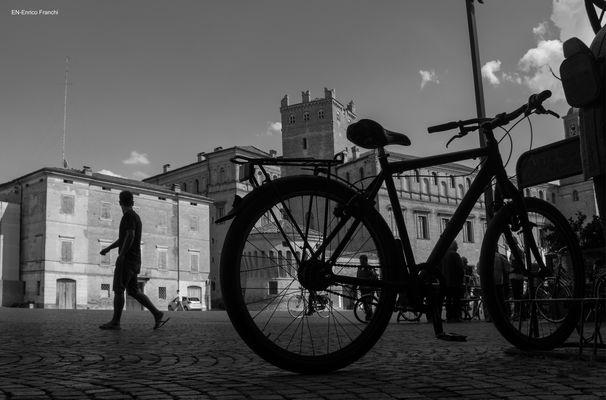 Carpi a piedi o in bici