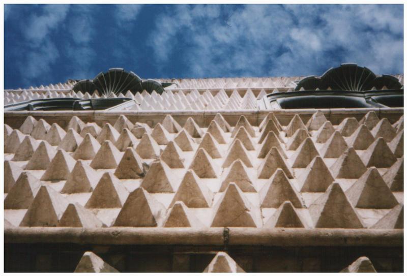 Casa dos bicos (Haus der Spitzen)