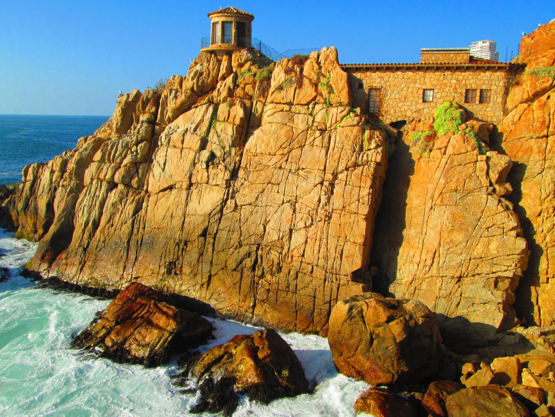 casa en medio de las rocas...