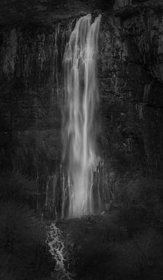 cascada en los Pirineos