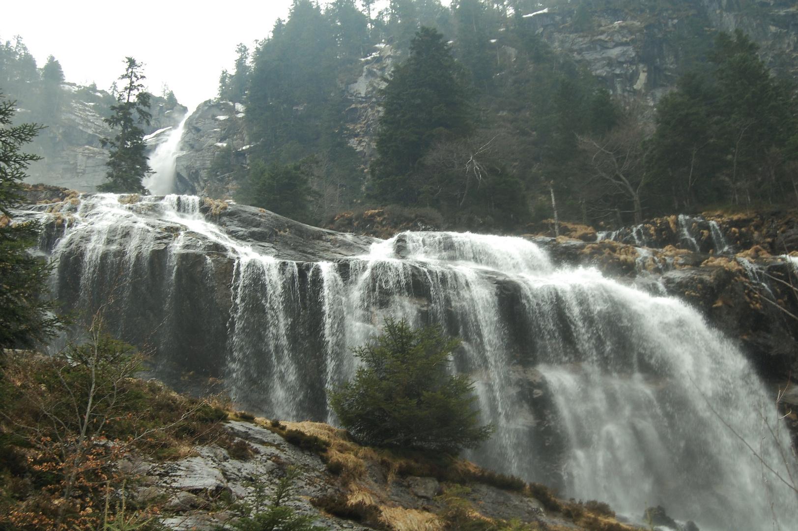 Cascade d'Ares à la fonte des neiges