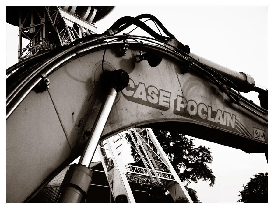 Case Poclain