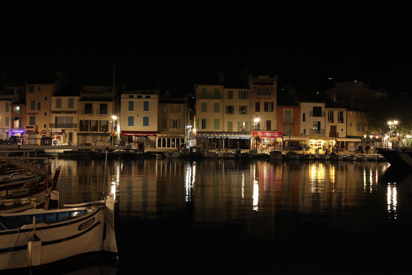 Cassis bei Nacht