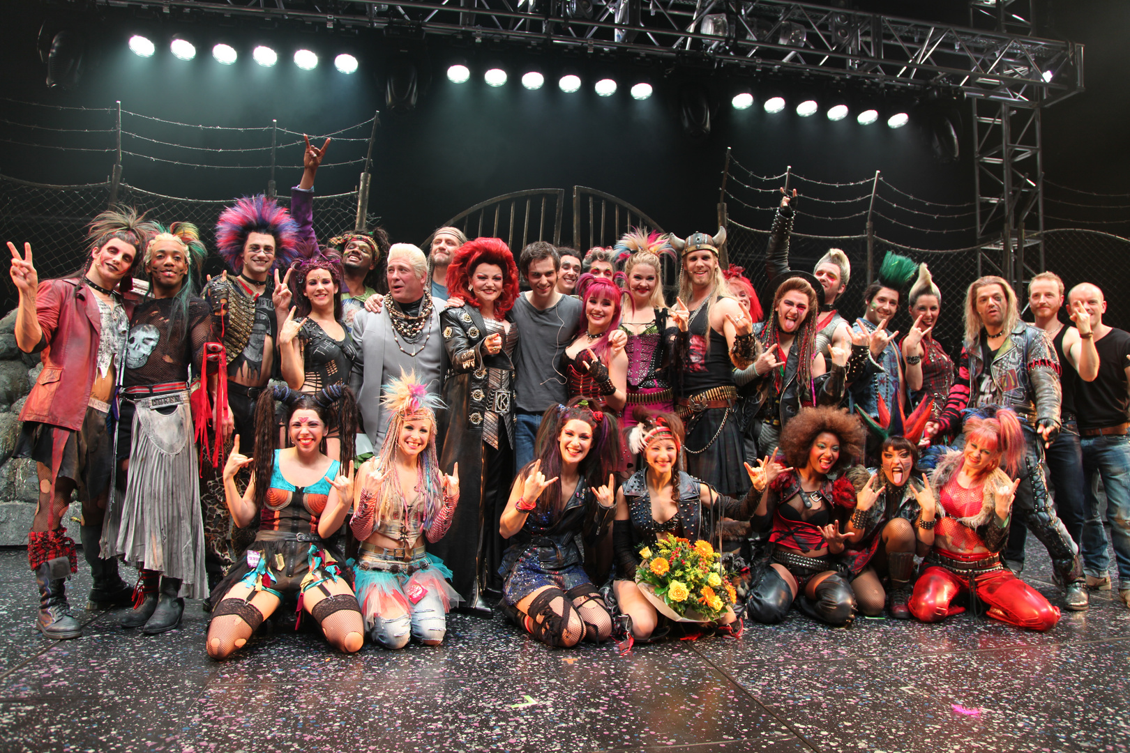 Cast Musical WE WILL ROCK YOU