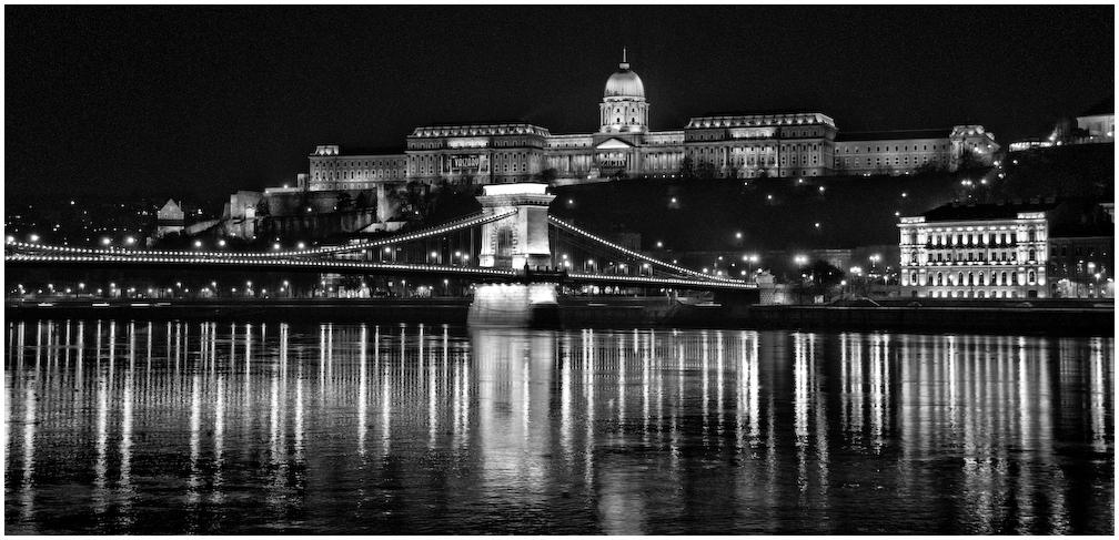 castello bw night