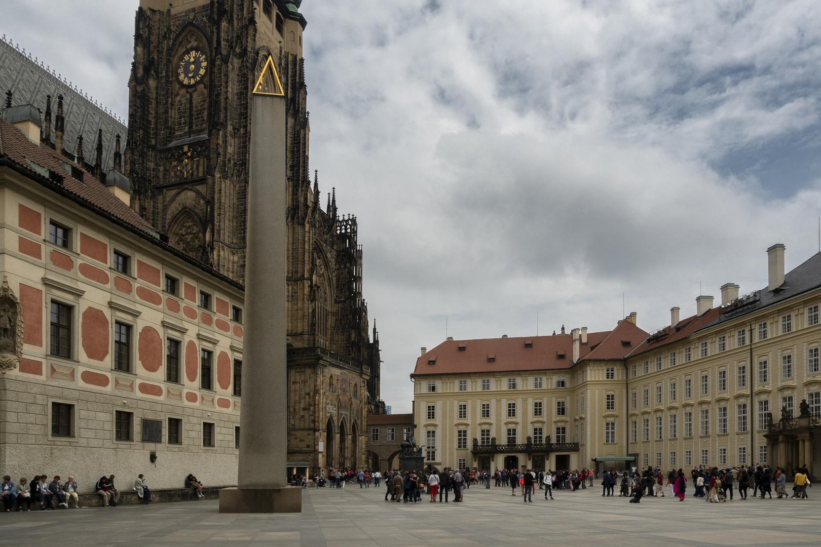 Castello di Praga, l'obelisco