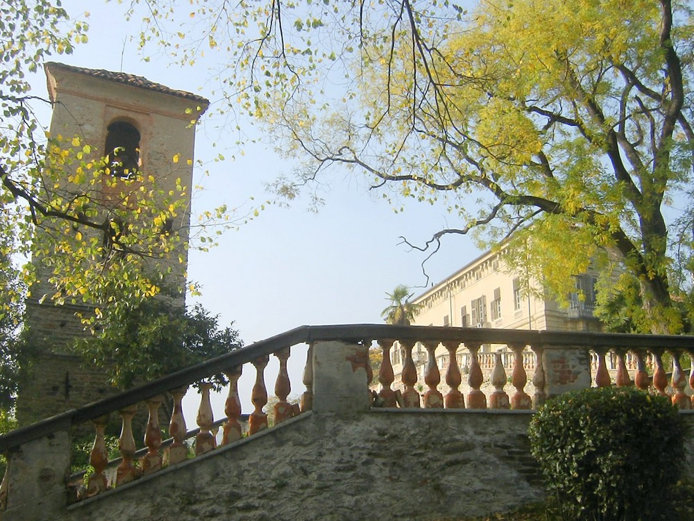 Castello di Rivara, Canavese, in autunno,