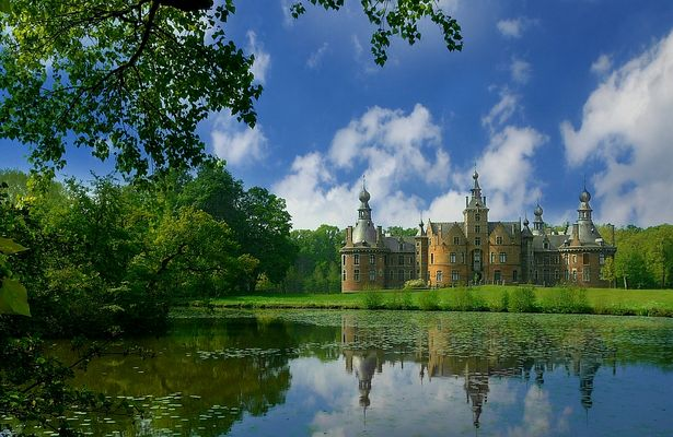 Castle 'Ooidonk' (1) at Bachte-Maria-Leerne (Belgium)