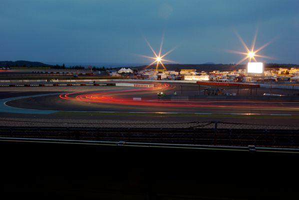 Castrol S bei Nacht