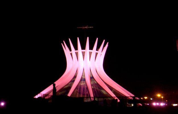 Catedral de Brasília DF-OUTUBRO ROSA-
