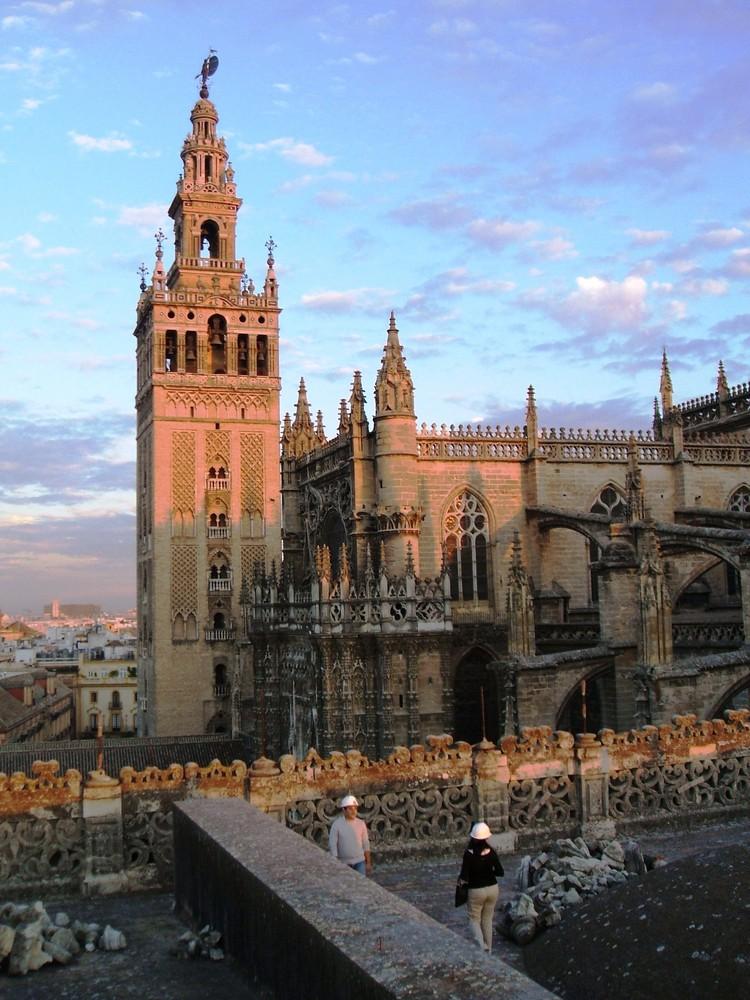Catedral y Giralda. Sevilla. Imagen & Foto  arquitectura, catedral, sevi...