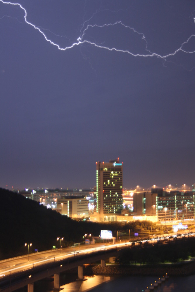 Cathay City bei Gewitter