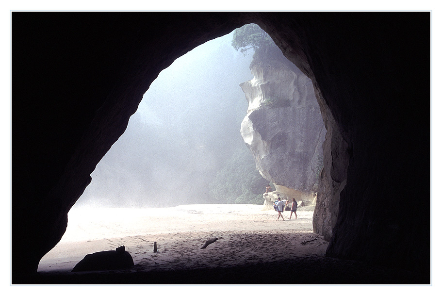 Cathedral Cove - Tunnel am Strand