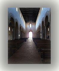 Cattedrale di Gerace .. interno...