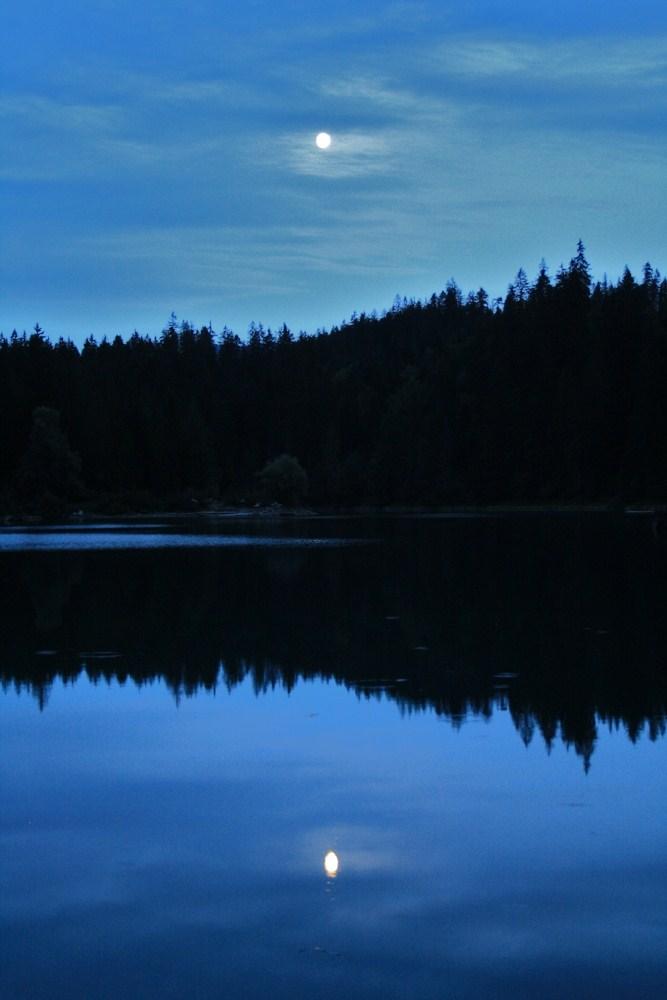 Caumasee bei Nacht mit Mond