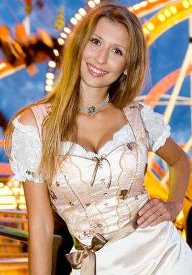 CClaudia - Dirndl Fashion Shoot auf Oktoberfest