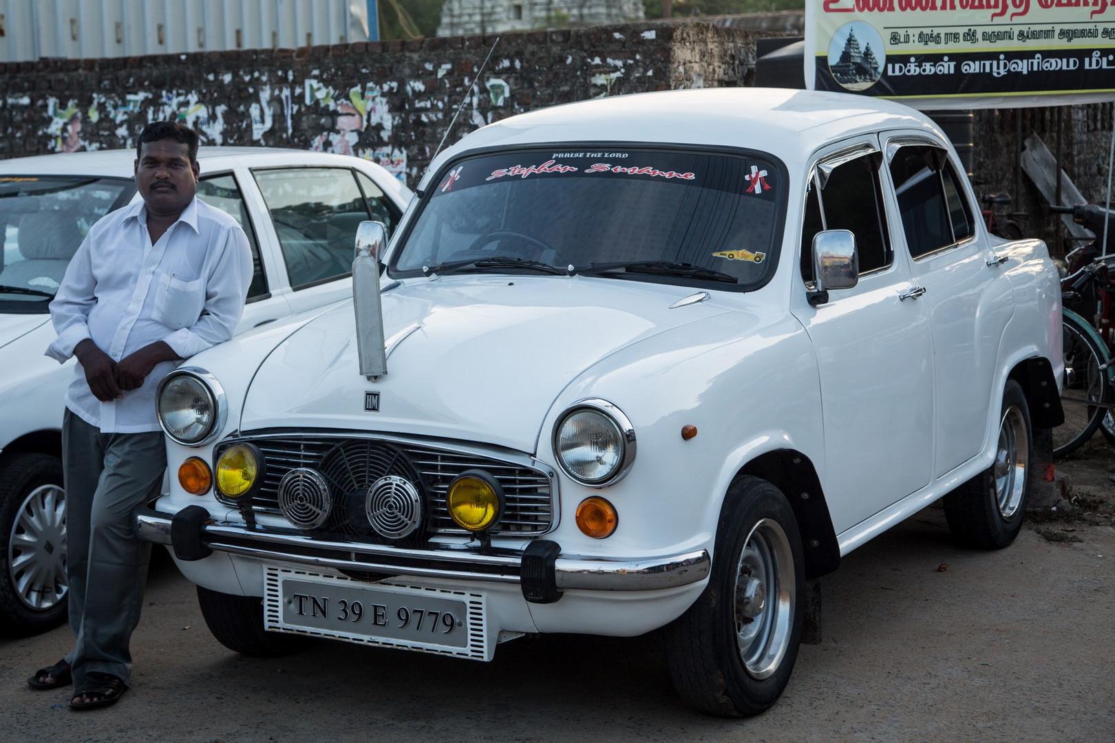 Ce taxi Ambassador nous a emmené à l'aéroport de Chennai.