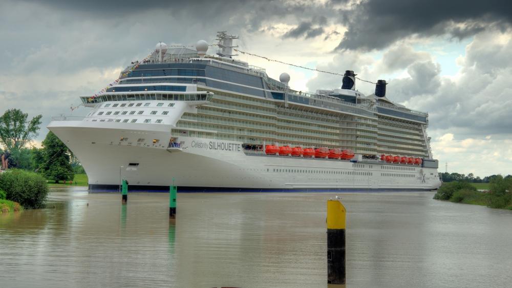 Celebrity Silhouette verlässt Papenburg