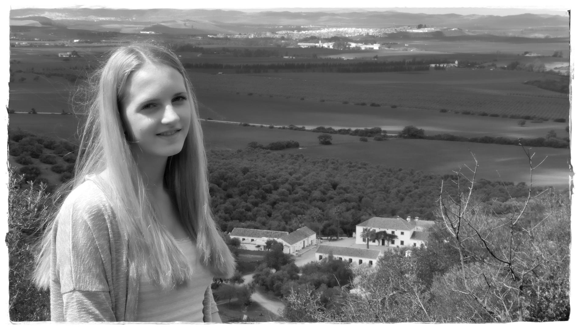 Celina mit Blick auf die Hacienda