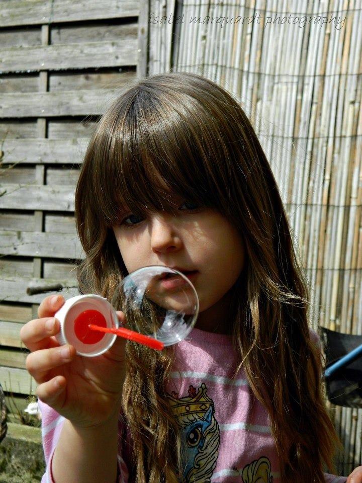 Celina und die Seifenblase