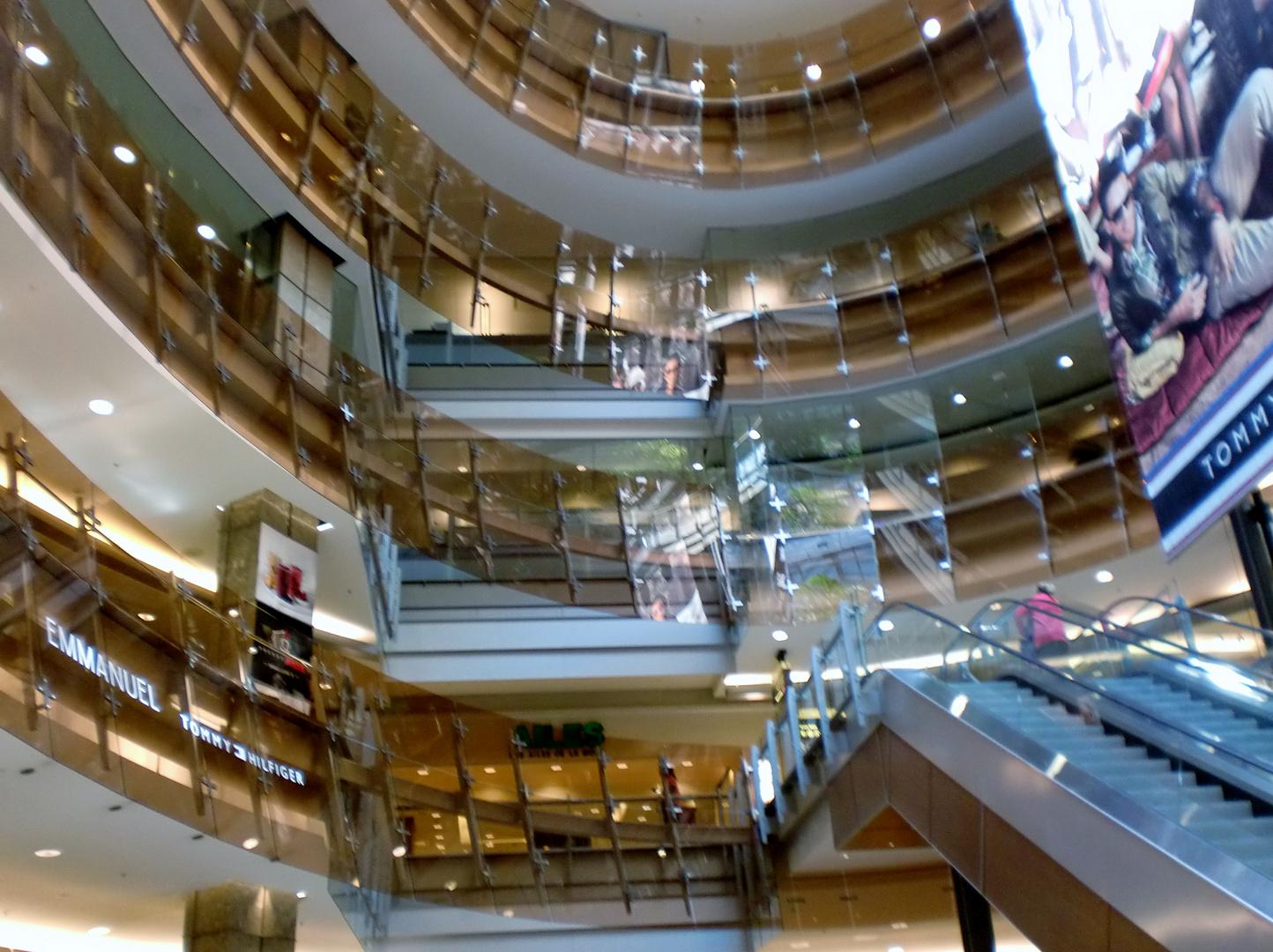 Centre commercial Complexe Les Ailes à Montréal
