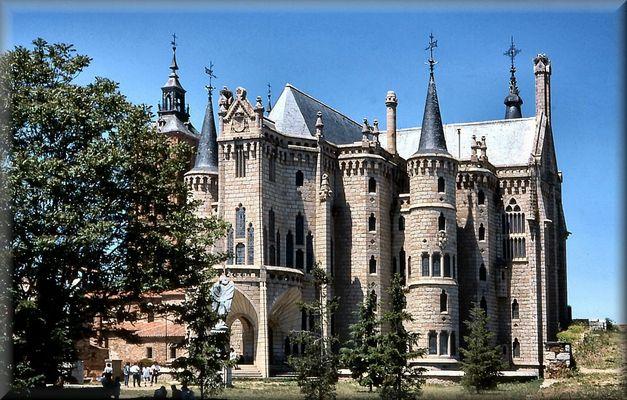 Cercando Gaudi  a Astorga!