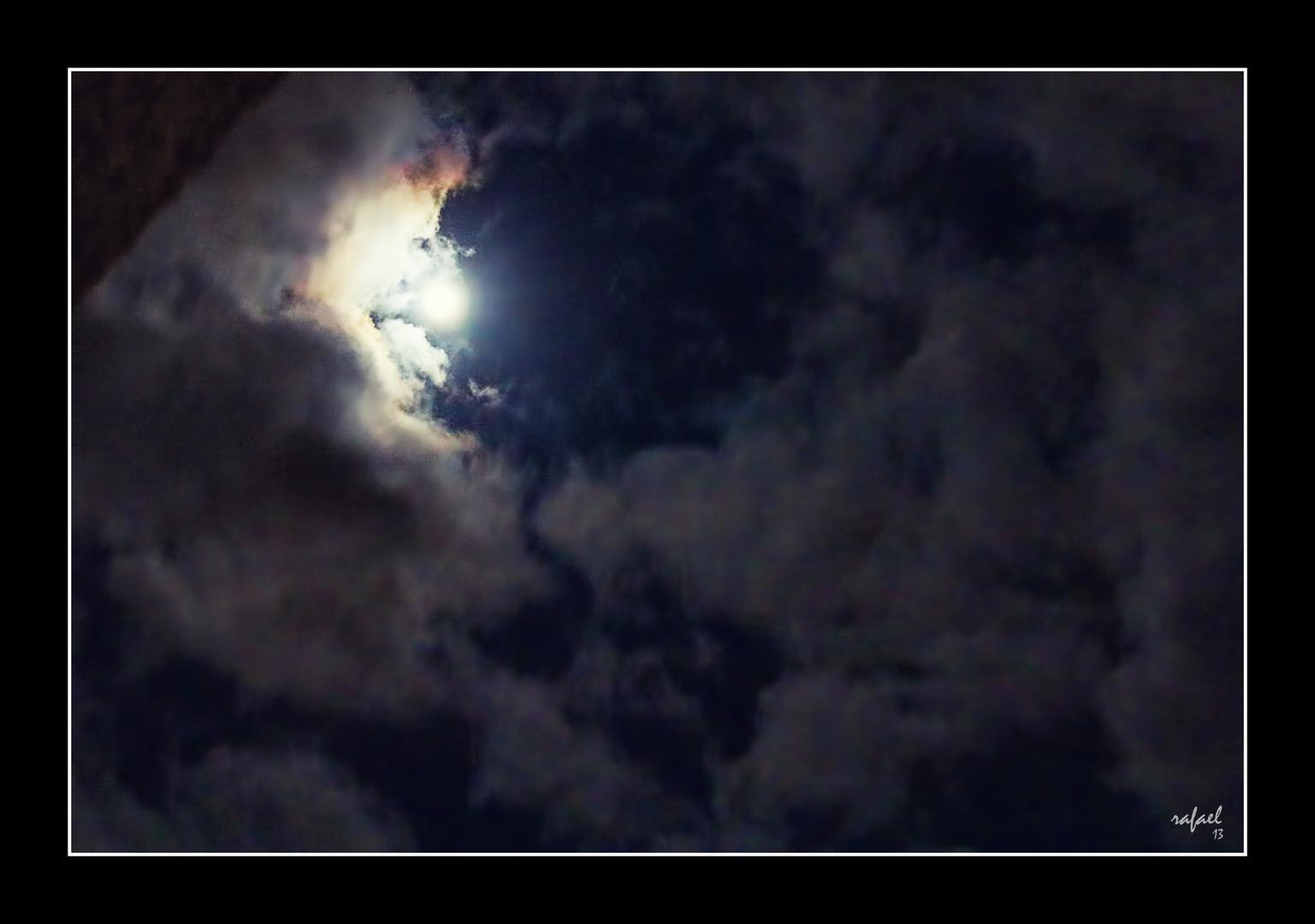 Cerco tiene la luna