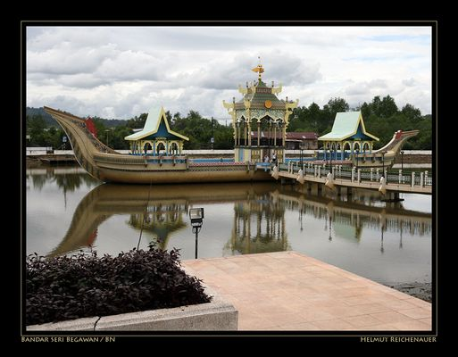 Ceremonial Barge, Masjid Omar Ali Saifuddien, Bandar Seri Begawan / BN