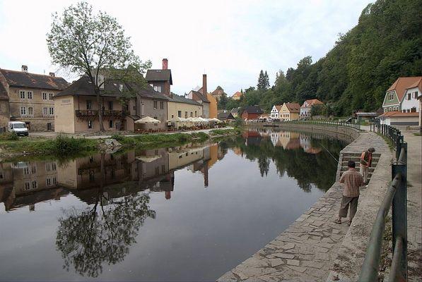 Ceský Krumlov - Reflektionen auf der Moldau