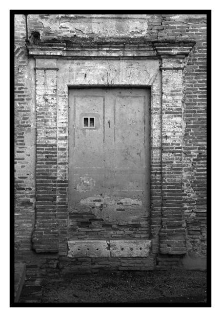 c'est l'histoire d'un mur dégisé en porte...