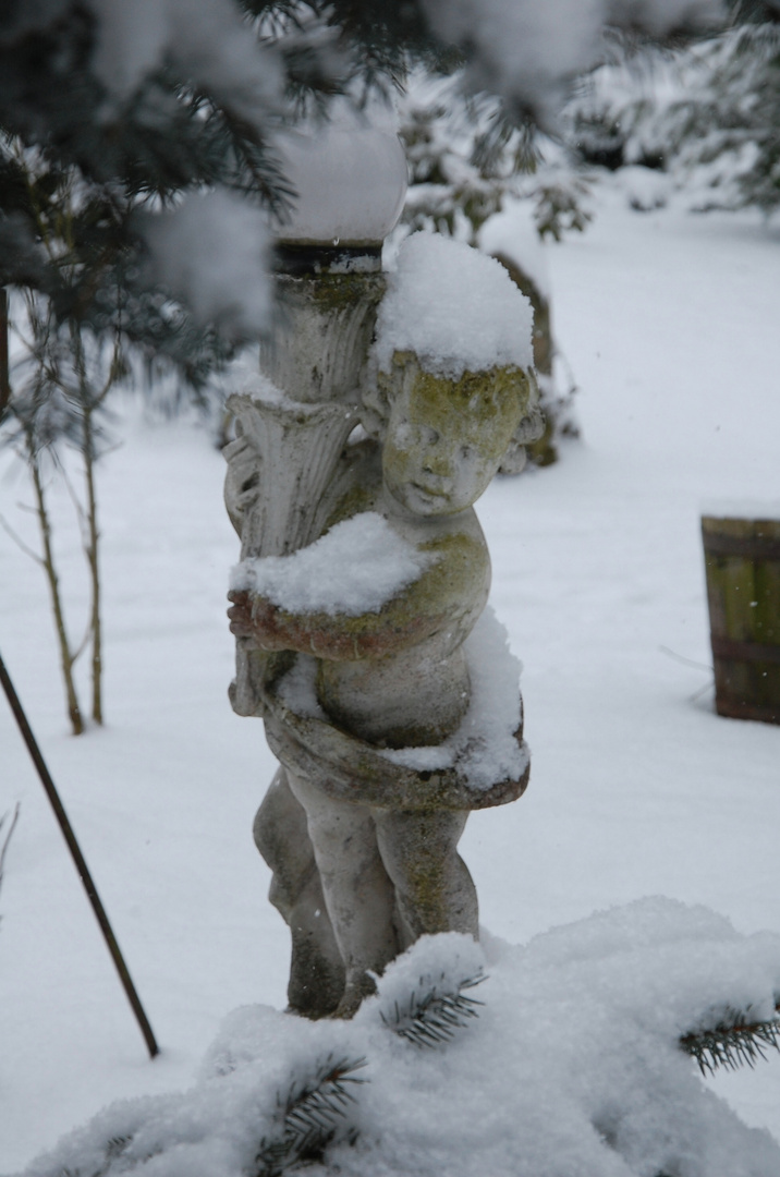 Cette lampe est déjà lourde, mais avec la neige !!!