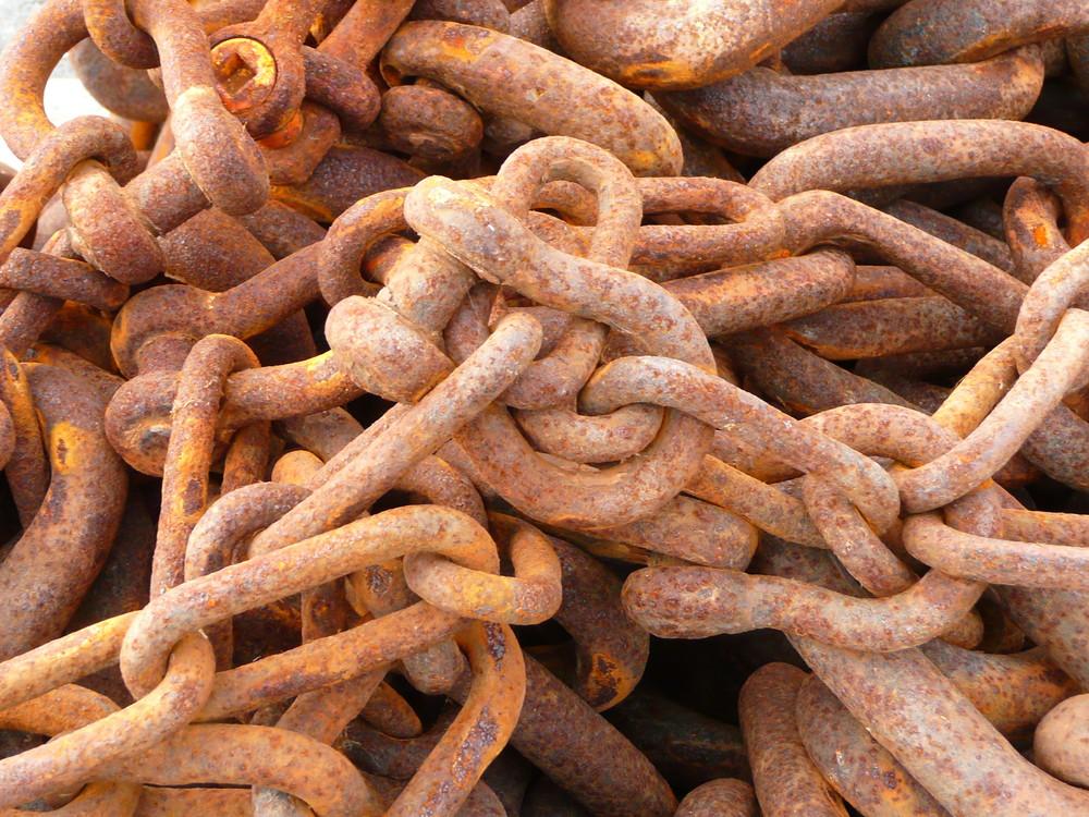Chaînes rouillées sur le port de Saint-Jean-Croix-de-Vie