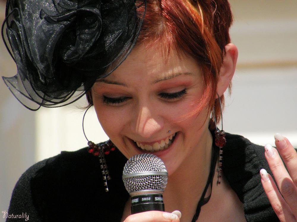 Chanteuse à Soulac 1900