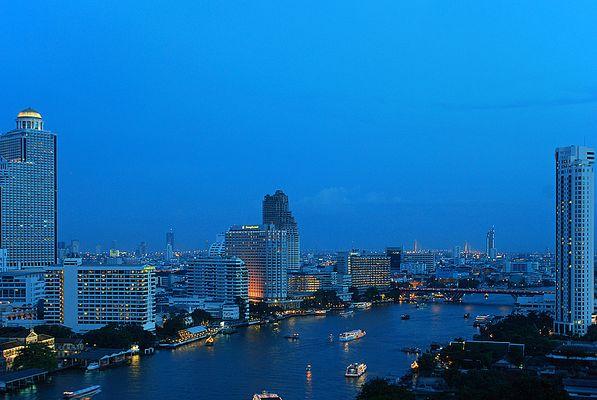Chao Praya by night - Bangkok