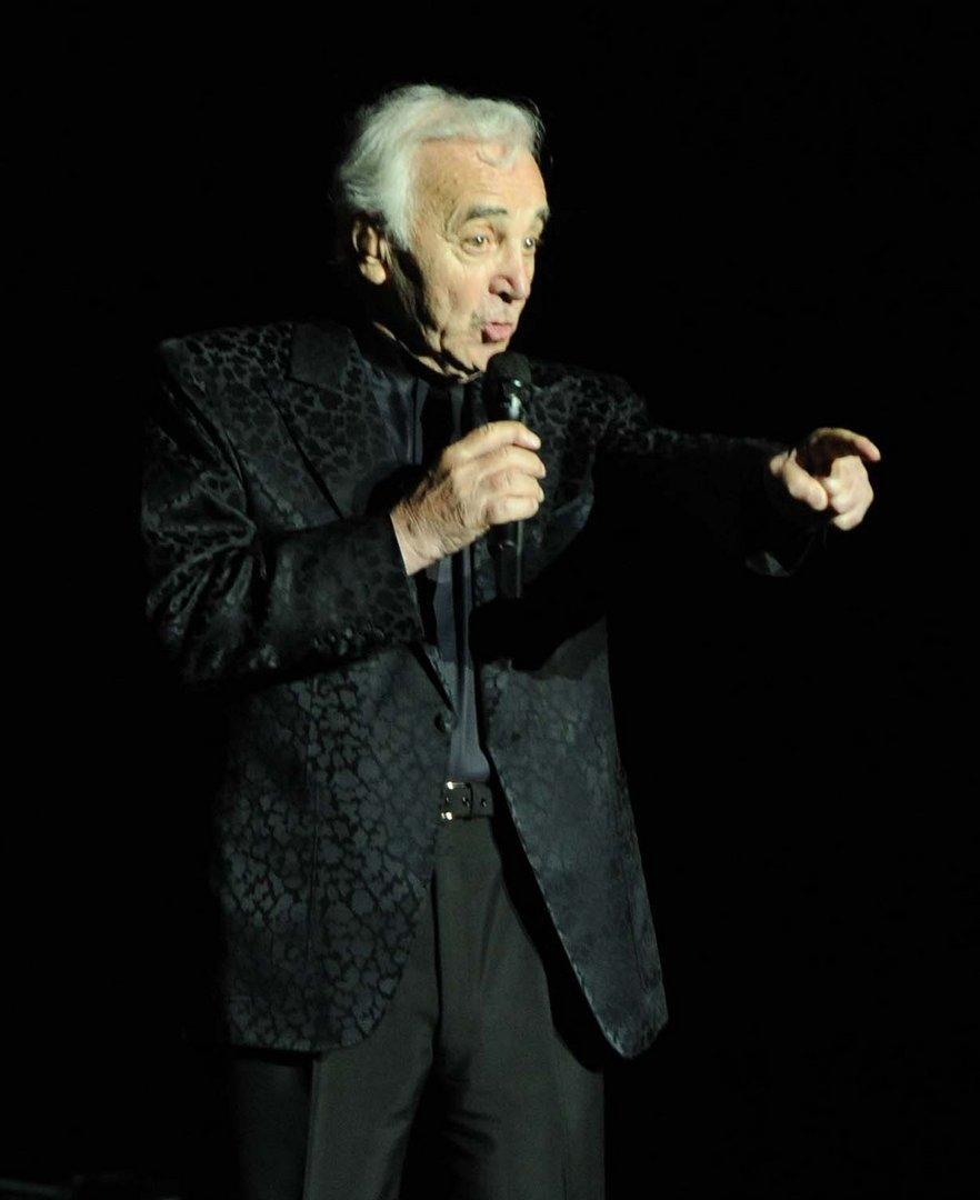 charles aznavour sur le theatre de carthage
