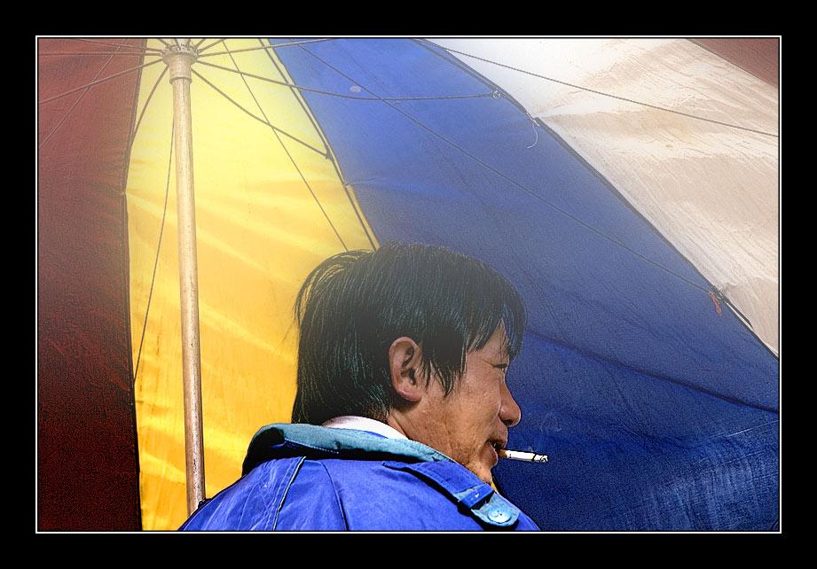 """Charles Bronson"" in foggy Kunming"