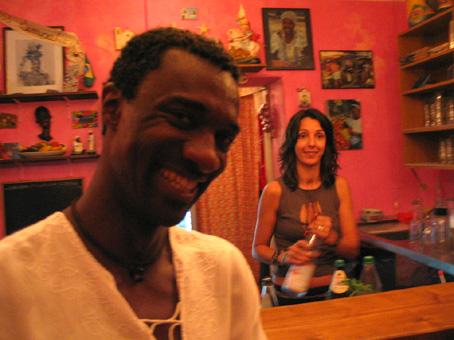 Charles in der Favelabar