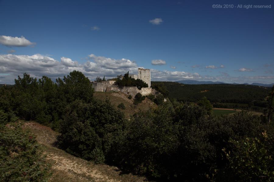 ...Chateau de Roussas (Drôme Provencale)...