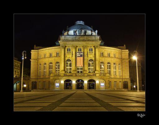 Chemnitzer Opernhaus bei Nacht