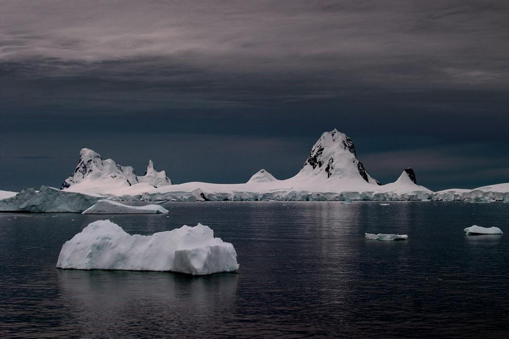 Chenal Grandidier, Antarctique, vue depuis Le Diamant.