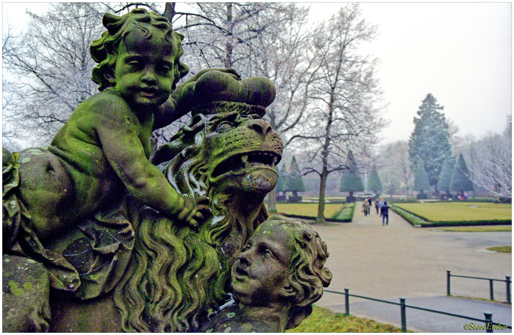 Cherubs and a Lion King in a Frosty Garden