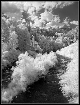 chiesetta sul fiume-infrared