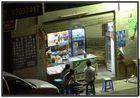 China - Shenzhen - Futian, Shop an der Ecke